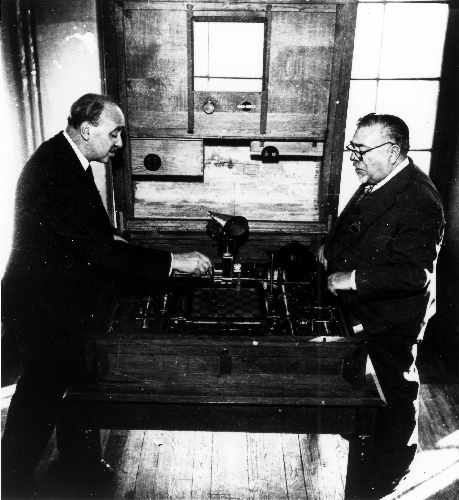 Torres y Quevedos and Norbert Wiener with mechanical chess playing machine