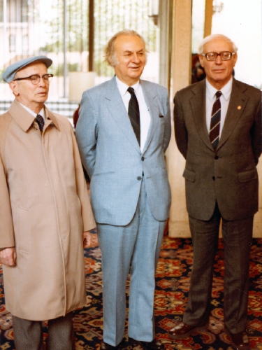 Grandmasters Sammy Reshevsky and Reuben Fine, and Misha Donskoy, Kaissa chess computer developer, attended the 4th World Computer Chess Championship, New York City, New York