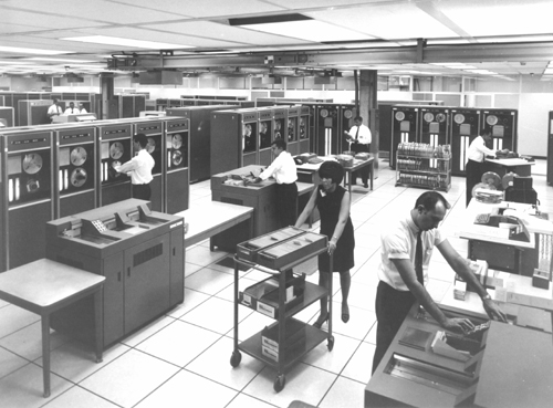 http://archive.computerhistory.org/resources/still-image/Bell_Labs/Bell_Labs.Computer_Center_Whippany.102627247.lg.jpg