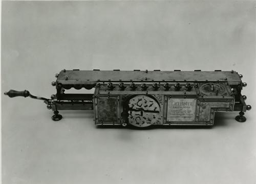 Leibniz calculator ca. 1694   102649684 - 106.8KB